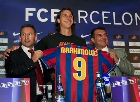 Ibrahimovic cập bến Barcelona với mức phí 50 triệu euro cộng tiền đạo Eto'o (tổng cộng giá 69,5 triệu euro). Tuy nhiên, chân sút người Thụy Điển chỉ trụ lại Nou Camp 1 mùa giải và bị đẩy tới AC Milan sau đó.