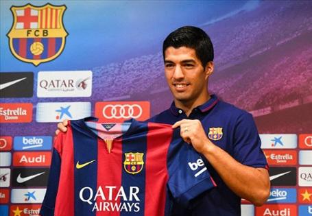 Mùa Hè năm 2014, Barcelona đã chi ra số tiền cực lớn (81,7 triệu euro) để chiêu mộ Luis Suarez, bất chấp việc cầu thủ này vừa nhận án cấm thi đấu 4 tháng từ FIFA. Thế nhưng, sau khi trở lại, chân sút người Uruguay đã hòa nhập rất nhanh và trở thành nhân tố cực kỳ quan trọng ở Barelona.