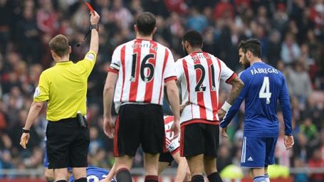 Theo luật mới, trọng tài có quyền rút thẻ đỏ đuổi cầu thủ có hành vi không đúng mực ngay khi trận đấu chưa bắt đầu (thời điểm trước trận đấu 2 tiếng).