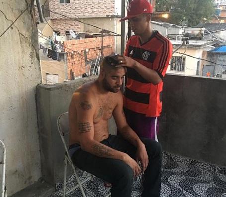 """""""Hoàng đế"""" Adriano đang sống vạ vật ở khu ổ chuột"""