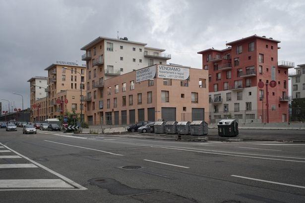 Tương tự, làng Olympic bị bỏ hoang sau Olympic mùa Đông Turin 2010