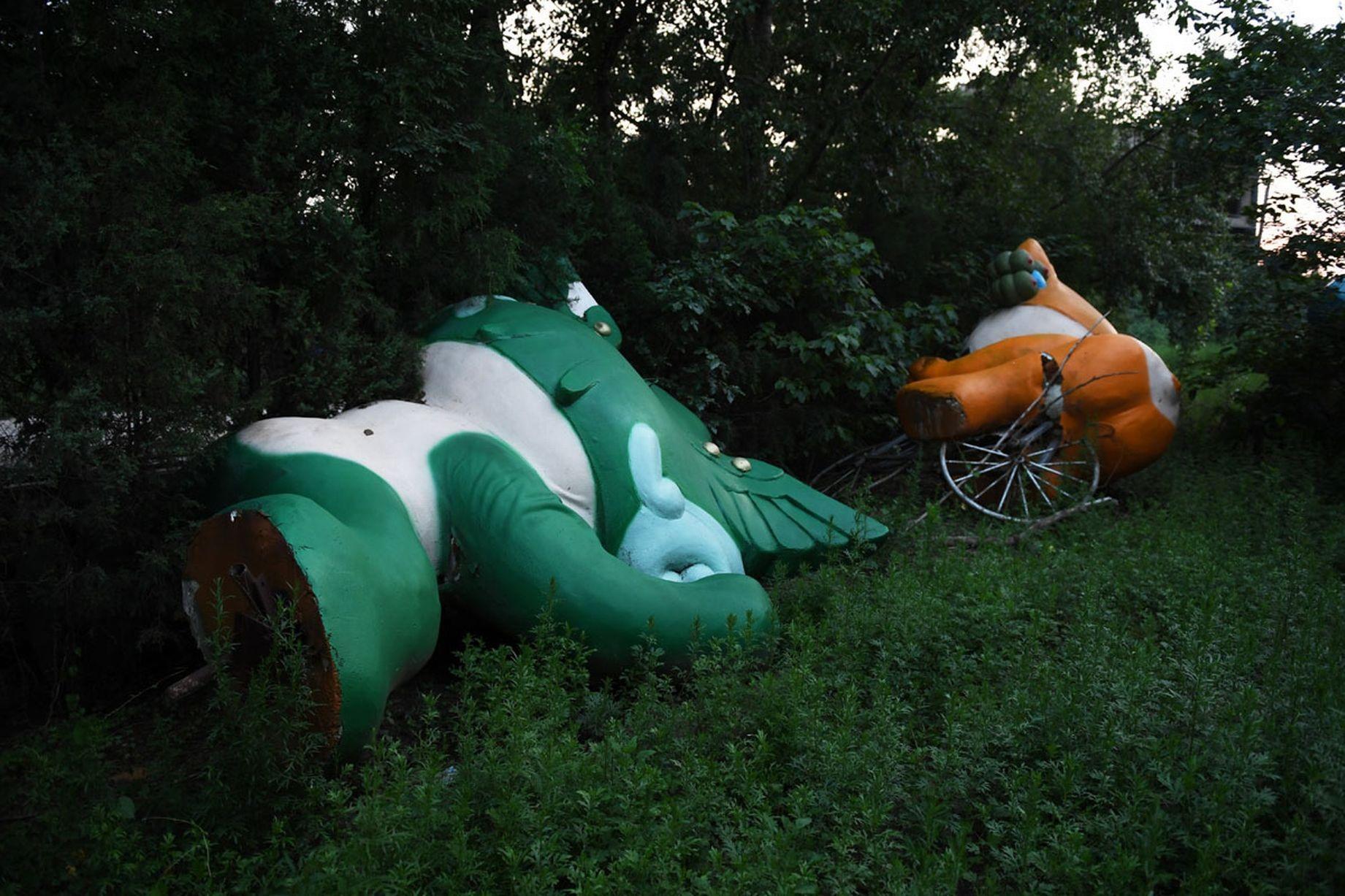 Những linh vật Olympic của Trung Quốc bị vứt chỏng chơ, chẳng ai thèm ngó ngàng