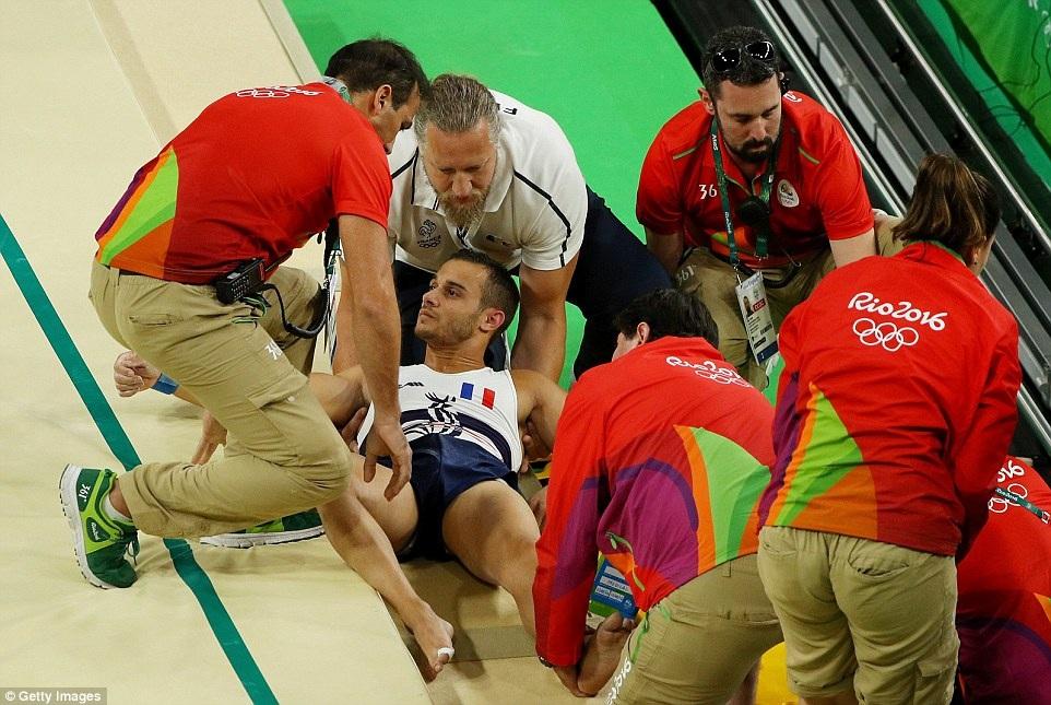 Pha gãy chân kinh hoàng của VĐV thể dục ở Olympic 2016 - 4