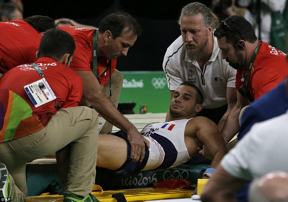 Pha gãy chân kinh hoàng của VĐV thể dục ở Olympic 2016 - 5