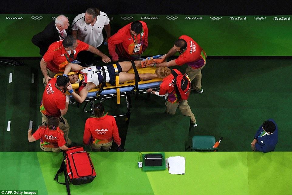 Pha gãy chân kinh hoàng của VĐV thể dục ở Olympic 2016 - 6