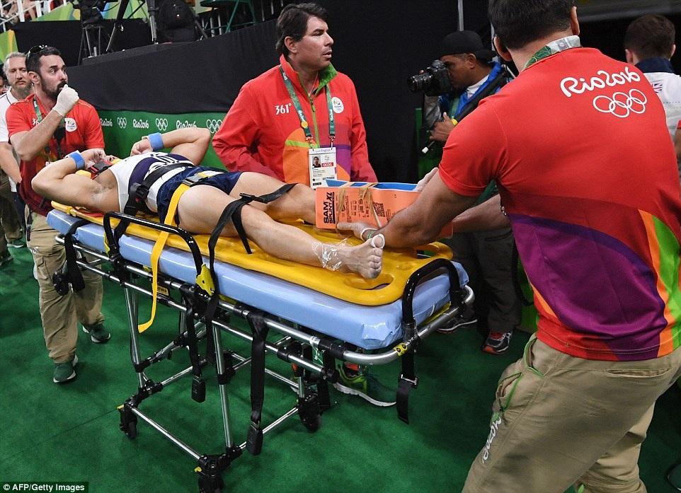 Pha gãy chân kinh hoàng của VĐV thể dục ở Olympic 2016 - 7