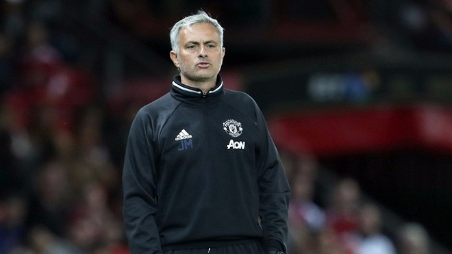 HLV Mourinho buộc phải xin lỗi CĐV Chelsea
