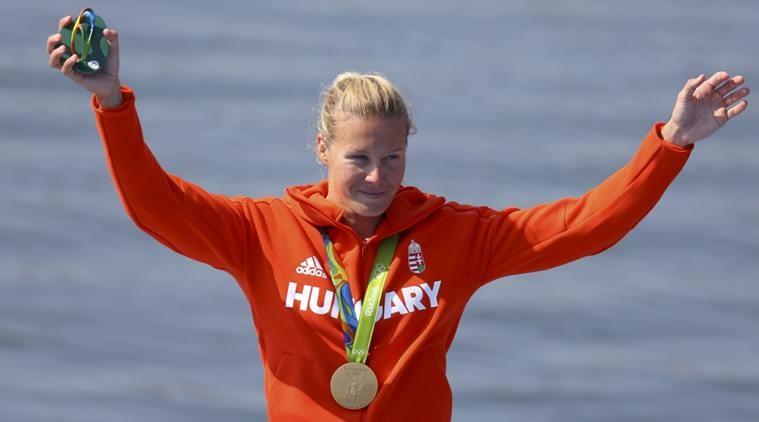 """Danuta Kozak đã giành trọn 3 huy chương vàng ở các nội dung 500 mét đơn nữ, 500 mét đôi nữ và 500 mét bốn nữ. Cô cùng với Katinka Hosszu trở thành những """"cỗ máy săn vàng"""", giúp đoàn thể thao Hungary trải qua kỳ Olympic thành công rực rỡ."""