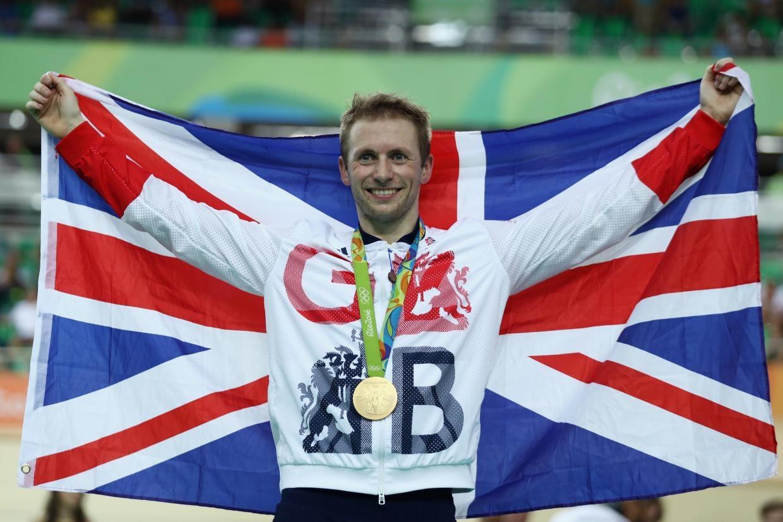VĐV sinh năm 1988 đã giành 3 huy chương vàng ở các nội dung Keirin nam, nước rút nam và nước rút đồng đội nam. Thành công của Jason Kenny góp phần giúp đoàn thể thao vương quốc Anh thăng tiến mạnh mẽ ở Olympic Rio.