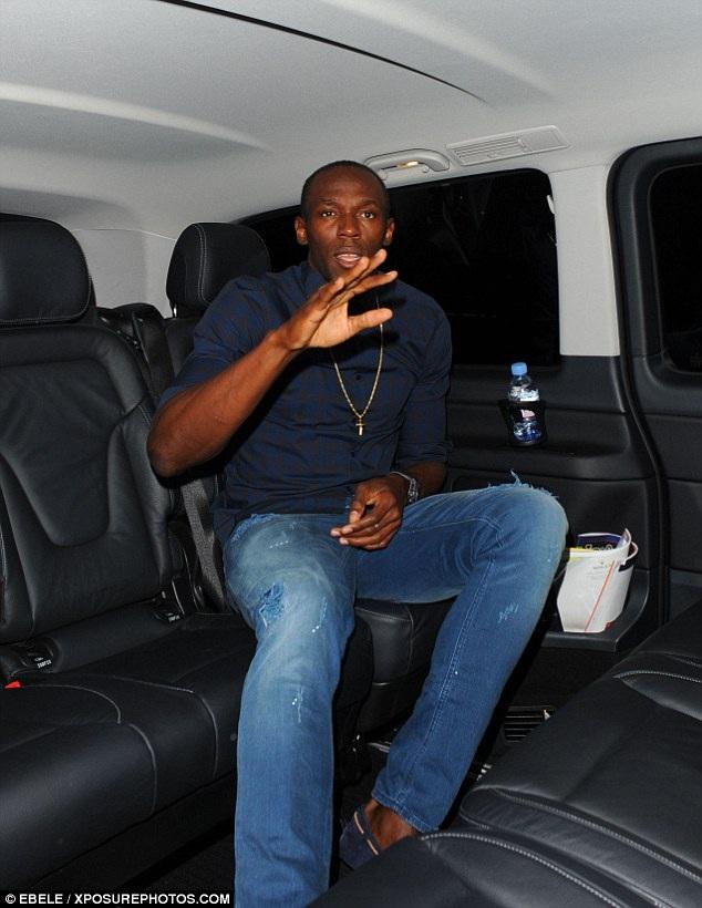 """Usain Bolt tiếp tục """"cháy hết mình"""" cùng 5 chân dài ở London - 6"""