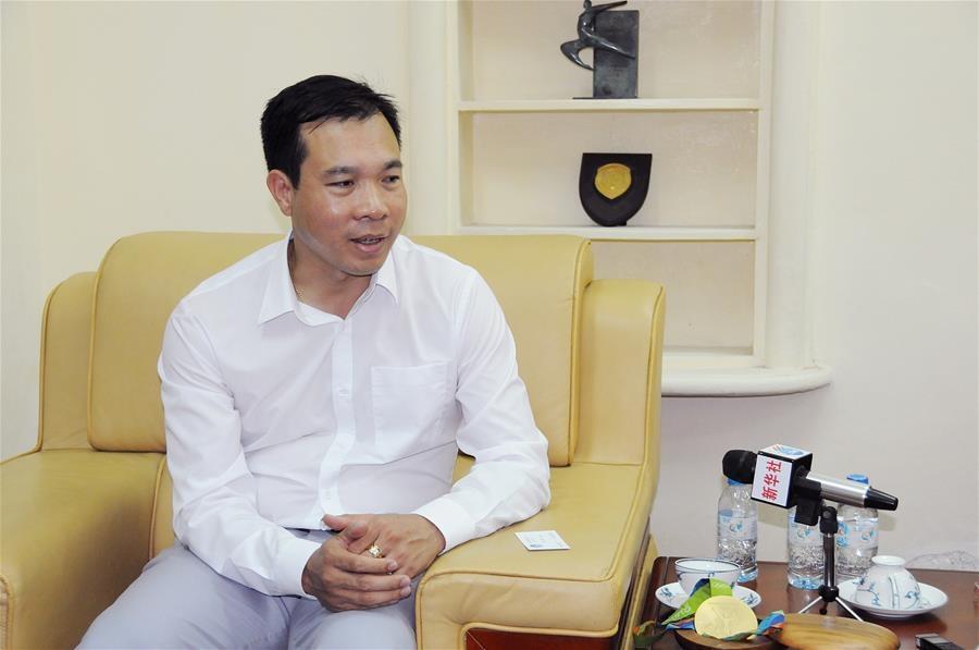 Hoàng Xuân Vinh trong buổi trả lời phỏng vấn tờ Tân Hoa Xã (ảnh: Tân Hoa Xã)
