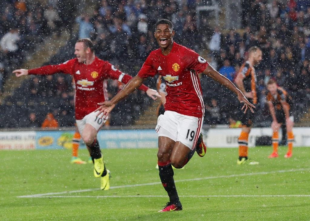"""Mourinho tái hiện """"Fergie Time"""" trong trận đấu với Hull City"""