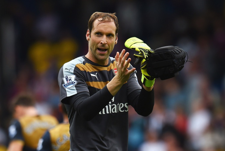 Thủ môn: Petr Cech đương nhiên là chốt chặn tin cậy trong khung gỗ của Arsenal với sự ổn định của mình