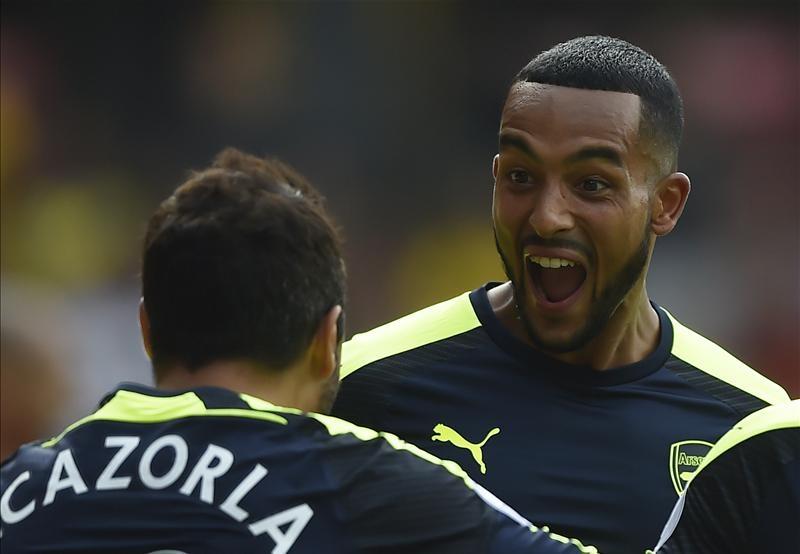 Tiền vệ phải: Theo Walcott cho thấy sự bùng nổ trong vai trò chạy cánh. Nếu không chấn thương, cầu thủ này sẽ là sự lựa chọn số 1 của HLV Wenger ở vị trí tiền vệ phải