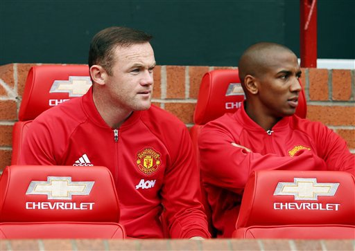 Wayne Rooney ngồi dự bị vì yếu tố chiến thuật