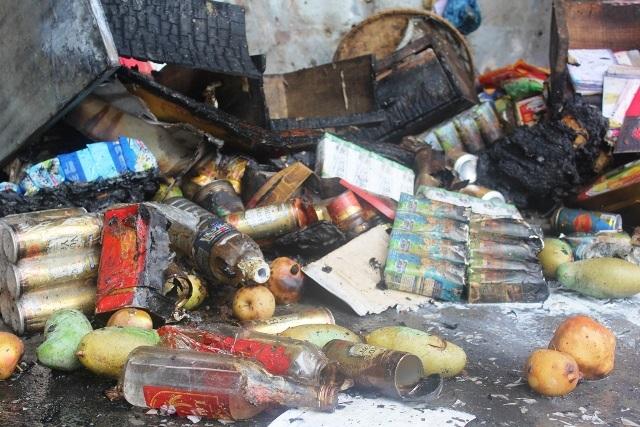 Chợ Tứ Hạ tan hoang sau vụ cháy - 2