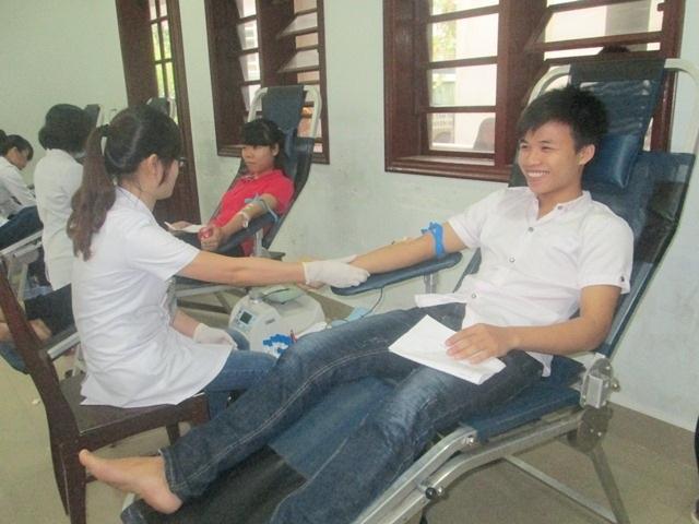 Tiếp nhận 1.000 đơn vị máu giải quyết tình trạng thiếu máu A, O - 2