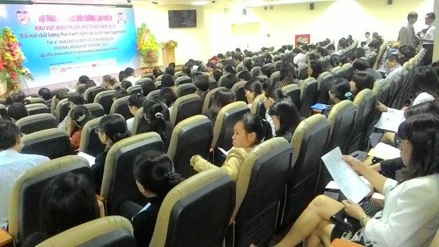 """Hội thảo điều dưỡng miền Trung """"Đổi mới chất lượng thực hành chăm sóc và an toàn người bệnh"""""""