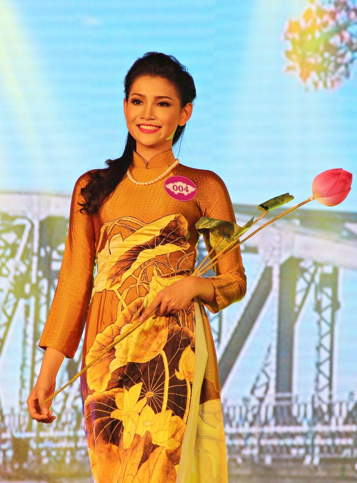 Ngoài danh hiệu Người đẹp thứ 3, Nguyễn Hà Thục Anh còn đạt danh hiệu Người đẹp du lịch biển và giải Người đẹp thuyết trình hay nhất
