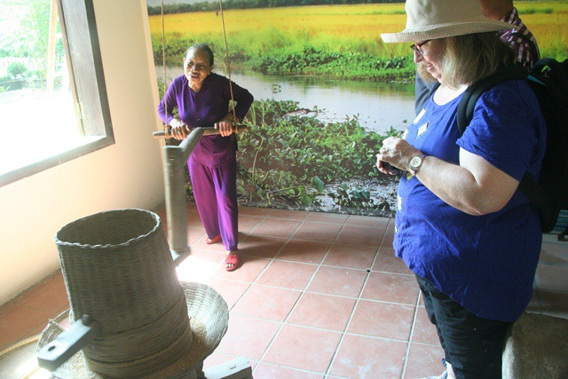 Xay lúa... được nông dân giới thiệu đến du khách