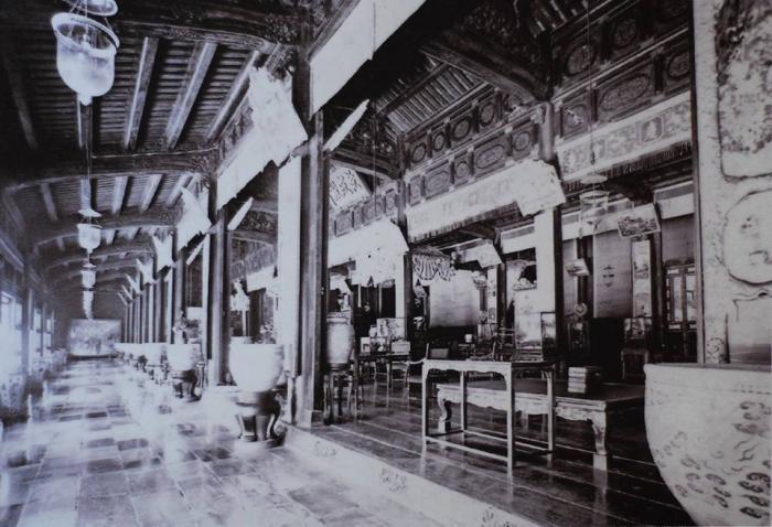 Những báu vật quý nhất được xem được để tại điện Càn Thành. Đến nay ngôi điện cực đẹp này cũng không còn do bom đạn chiến tranh đã phá hủy sau năm 1945 (ảnh: internet)