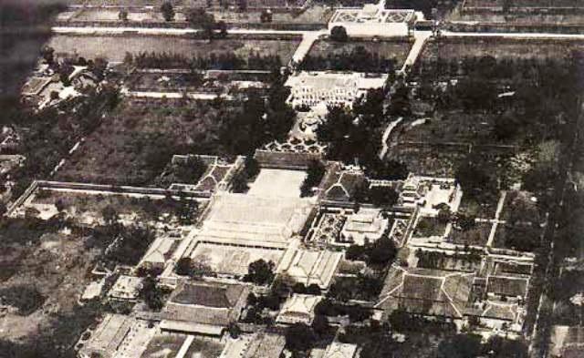 Toàn cảnh Tử Cấm Thành trong Kinh thành Huế chụp bằng không ảnh lúc xưa, khi mà chiến tranh chưa tàn phá một số công trình quan trọng ở đây (ảnh: internet)