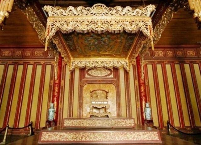Uy nghi ngai vàng của các vua Nguyễn (ảnh: Bảo tàng Cổ vật Cung đình Huế cung cấp)