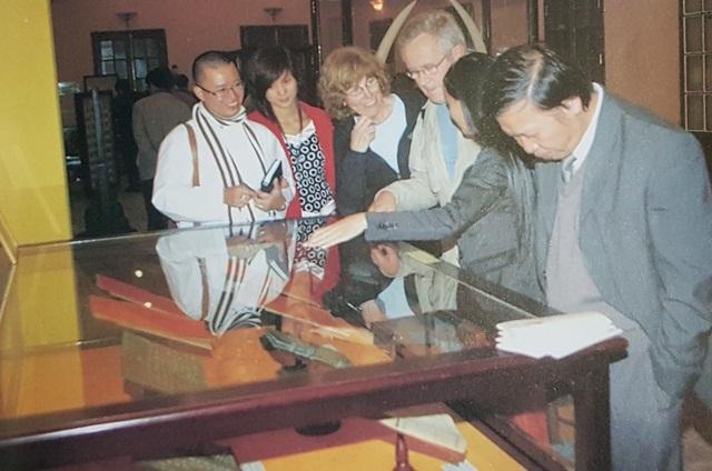 Trưng bày sưu tập hiện vật hiến tặng của Bảo tàng Cổ vật Cung đình Huế năm 2009