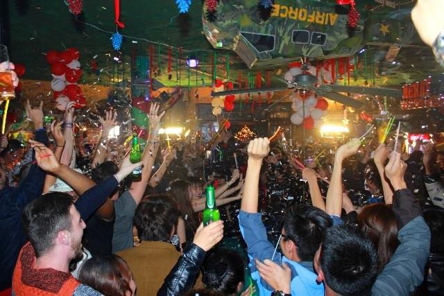Giây phút năm cũ sang năm mới ở phố Tây Huế