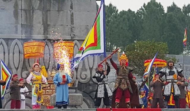 Khung cảnh Nguyễn Huệ lên ngôi