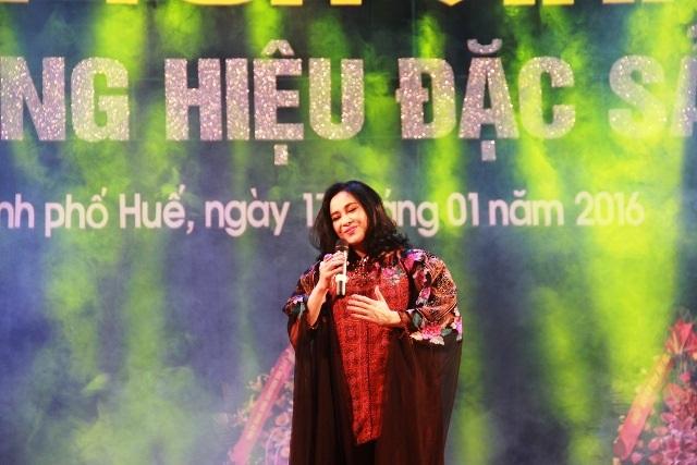 Buổi lễ còn có sự góp mặt của diva Thanh Lam với nhiều bài ca bất hủ về Huế.