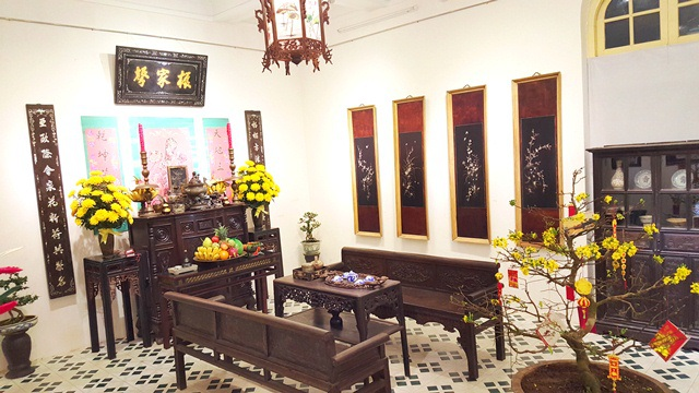 Phòng khách của một gian nhà xưa Huế ngày Tết