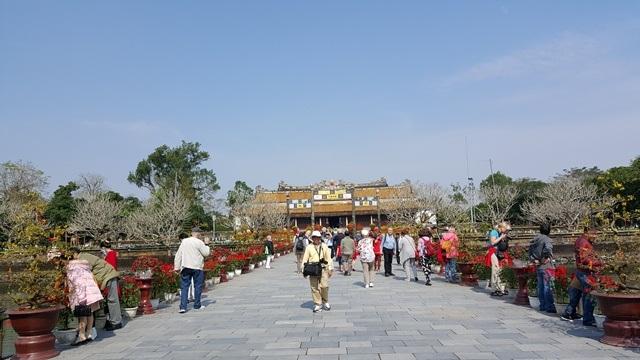 Đường dẫn vào điện Thái Hòa