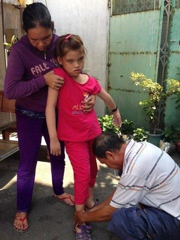 Ngoài gia cảnh khó khăn thì nỗi khổ lớn hơn đối với vợ chồng ông Bảo Tài là người con gái bị bệnh tật của họ
