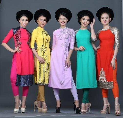 Các mẫu áo dài mang tên Mộc của NTK Việt Hùng