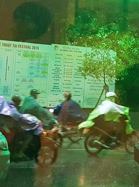 Mưa lớn vào chiều tối kèm sấm sét tại Thành phố Huế