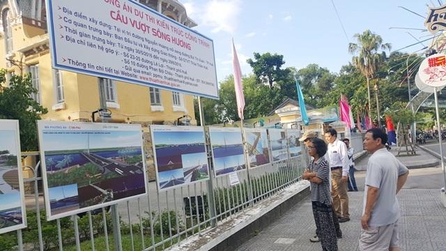 Trưng bày 20 phương án cầu vượt sông Hương cho người dân góp ý kiến - 1