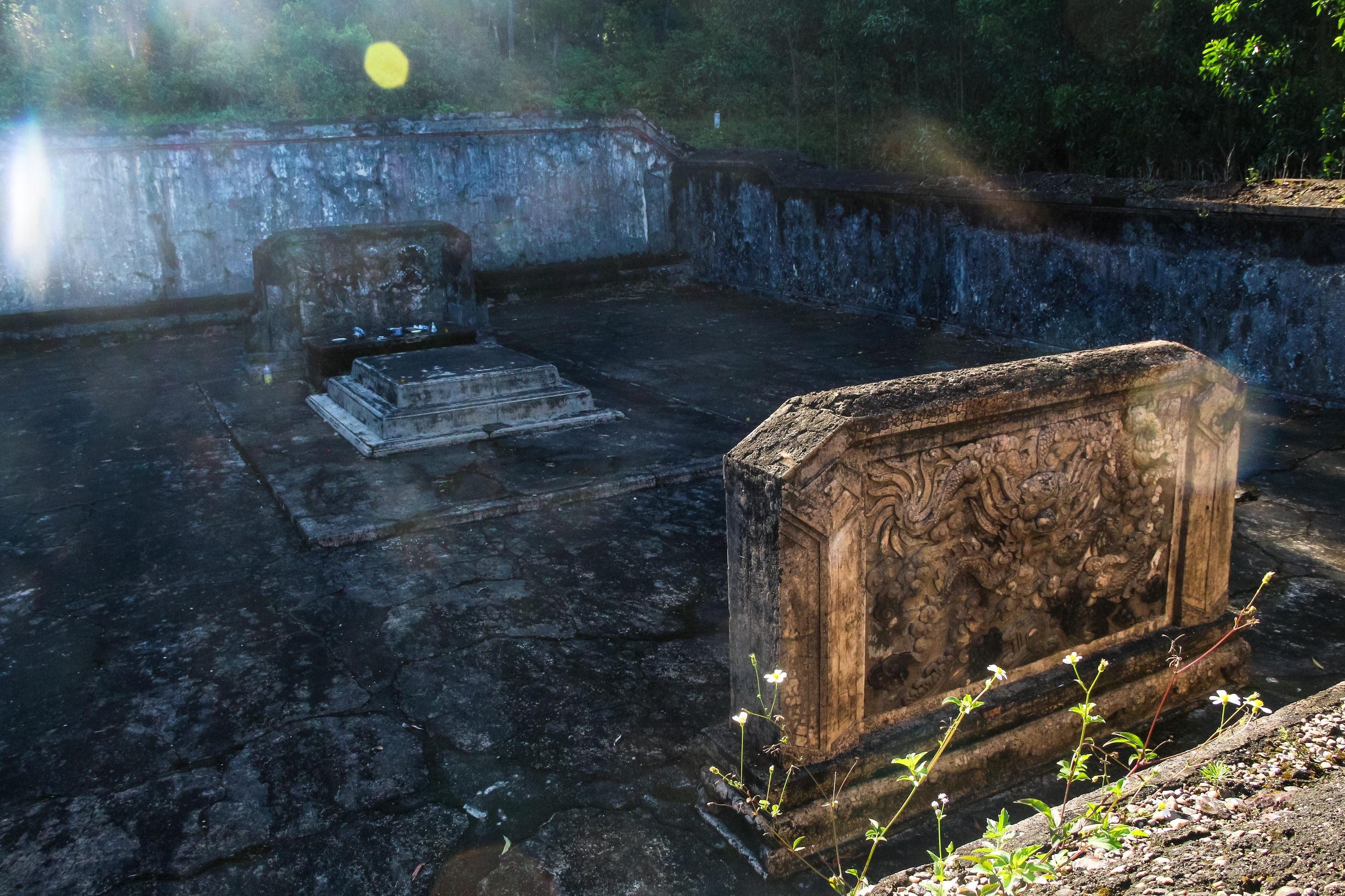 Toàn cảnh khu vực chôn cất hộp sọ của cha đẻ vua Gia Long