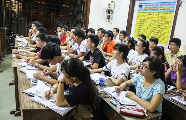 Nhiều điểm mấu chốt của môn hóa trong khi thi đại học được truyền đạt kỹ càng cho học sinh
