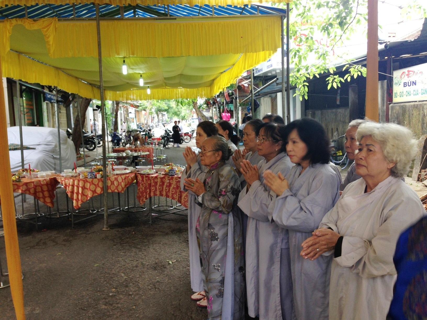 Buổi lễ thu hút nhiều người dân địa phương tham dự