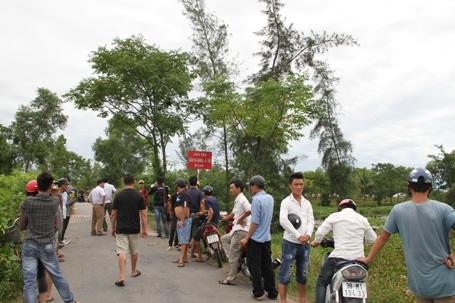 Lực lượng chức năng phát hiện thi thể của em O. tại cầu Sú, thị trấn Cày, huyện Thạch Hà