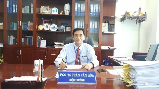 PGS.TS. Trần Văn Hòa, Hiệu trưởng Đại học Kinh tế Huế cho biết tình hình chấm điểm thi ở cụm 38 - Quảng Trị