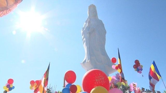 Không khí uy nghiêm của lễ hội Quán Thế Âm tại Huế