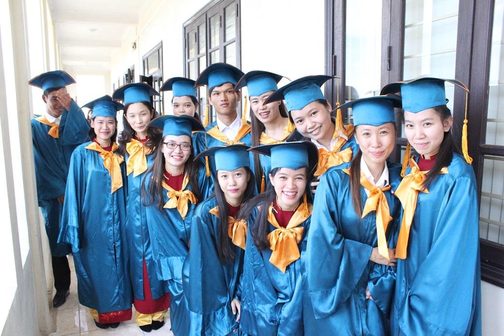 Nhiều thế hệ học sinh, sinh viên được đào tạo từ mái trường Cao đẳng nghề Du lịch Huế đã thành danh trong nước và quốc tế trong lĩnh vực du lịch