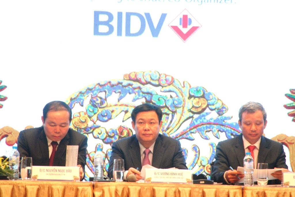 Phó Thủ tướng Vương Đình Huệ (ngồi giữa) chỉ đạo Huế cần tập trung phát triển du lịch trên 5 điểm chính