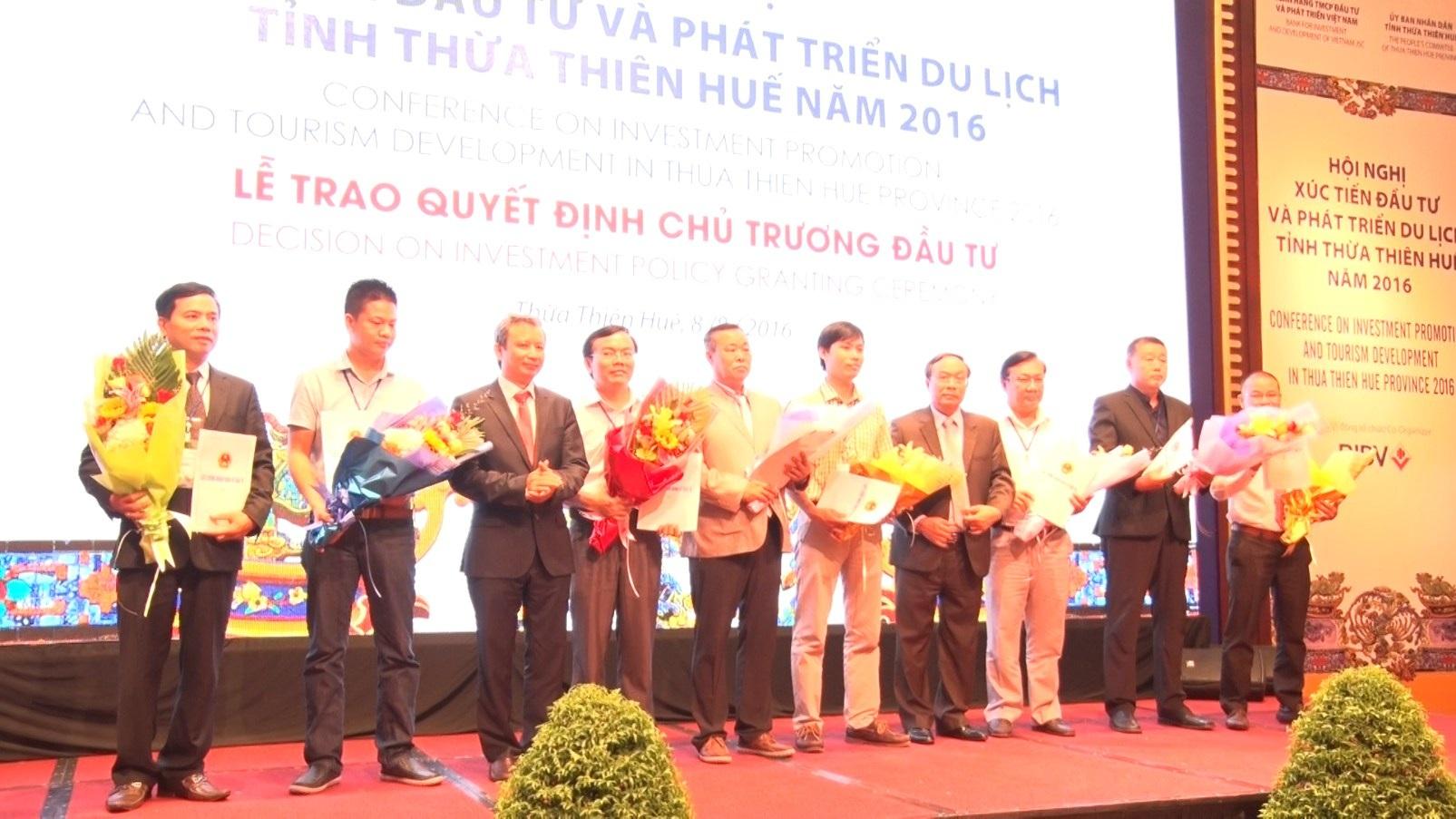 Trao giấy chứng nhận đầu tư cho các đối tác đầu tư tại Huế năm 2016