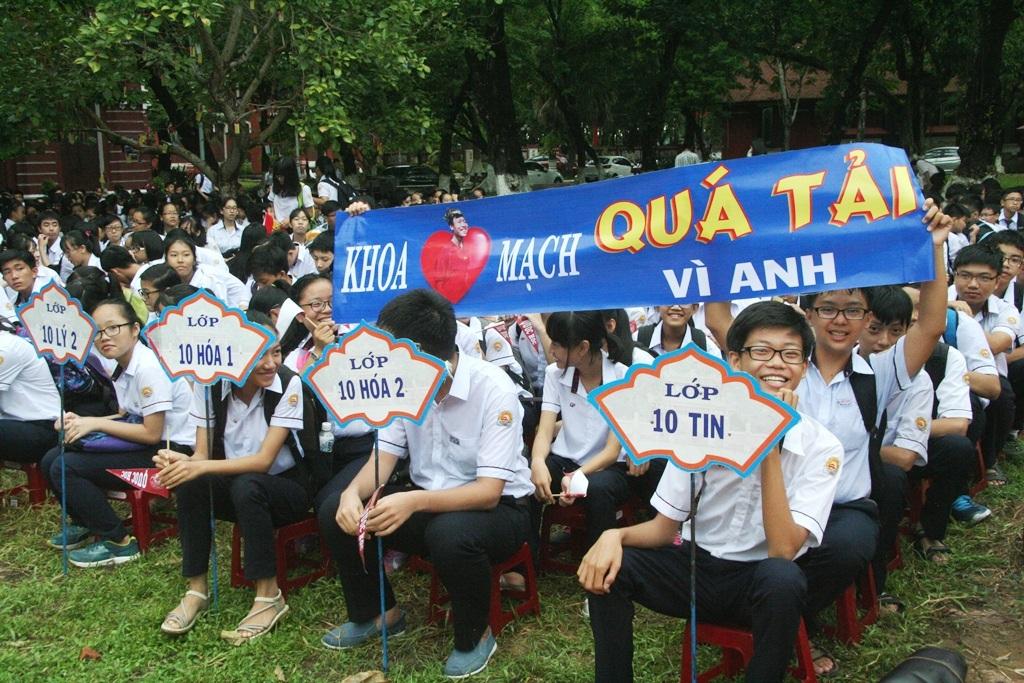 Những slogan dễ thương tràn đầy trong sân trường Quốc Học từ các đàn em chúc mừng anh Thanh Chương