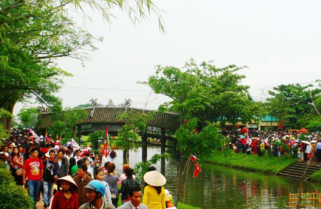Ngày hội ở cầu ngói Thanh Toàn