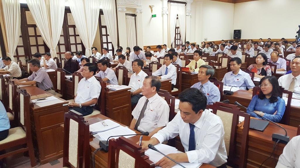 Kỳ họp thứ 2 HĐND tỉnh Thừa Thiên Huế khóa VII đã nhận được nhiều câu hỏi chất vấn về các vấn đề văn hóa, và nhắc lại câu chuyện Festival Huế 2016