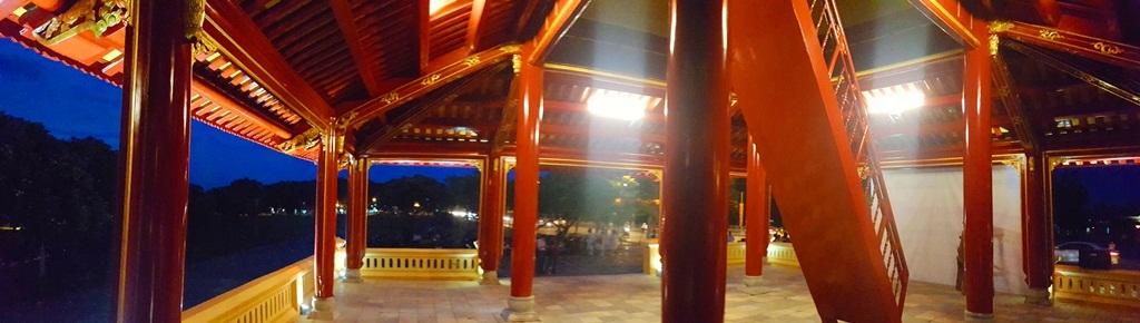 Phu Văn Lâu tỏa vẻ đẹp rực rỡ trong đêm - 16